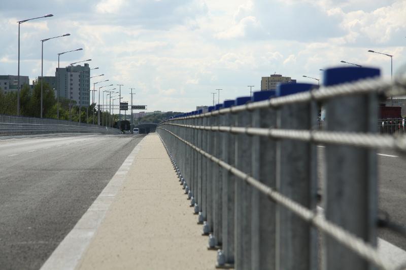 Most Grota w ciągu Trasy Armii Krajowej w Warszawie jest częścią drogi ekspresowej S8