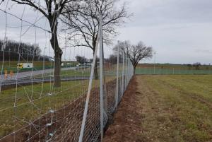 Kradzieże na A4. Znika nowe ogrodzenie