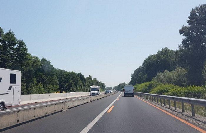 Jedna jezdnia na autostradzie A4 w okolicach góry św. Anny w woj. opolskim