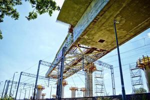 Budowa S5 Wrocław-Korzeńsko. Nasuw mostu w Dolinie Baryczy zakończony