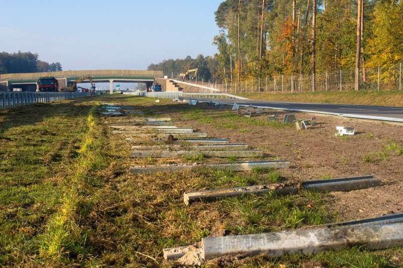 Montaz barier ochronnych na drodze ekspresowej S8 Wyszków - Poreba
