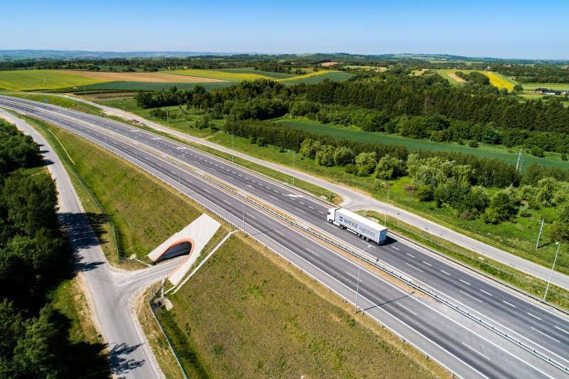 Obecnie kierowcy mają do dyspozycji 3730,7 km dróg szybkiego ruchu, w tym 1638,5 km autostrad i 2092,2 km dróg ekspresowych