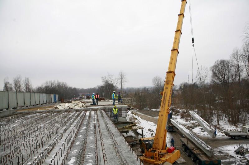 Zima nie przeszkadza w budowie estakady na S1 w Sosnowcu