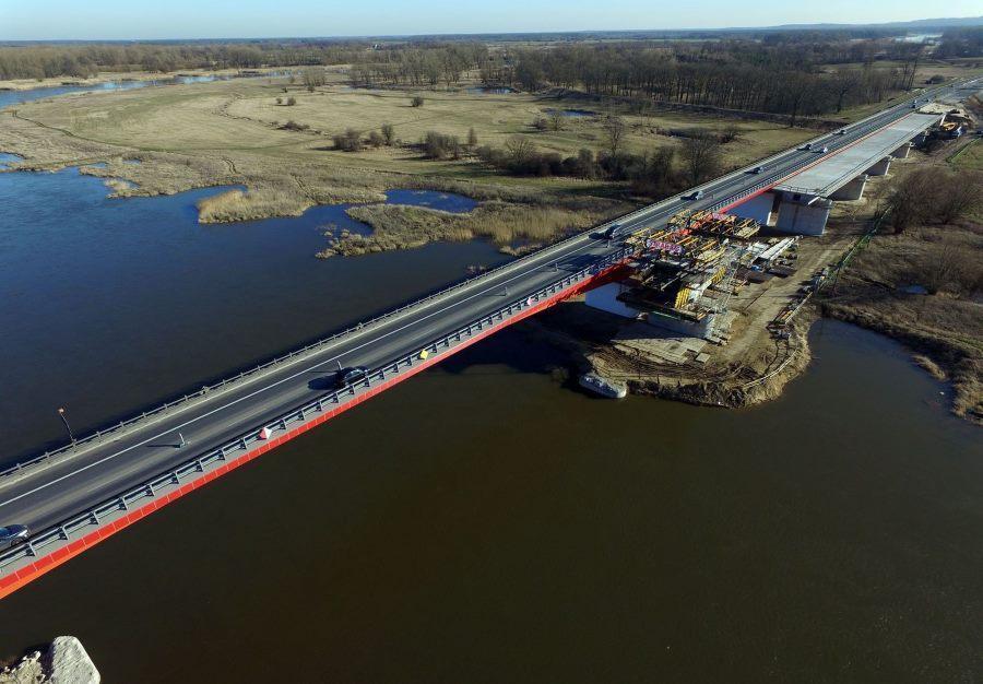 Dobiega końca budowa mostu przez  Odrę w ciągu S3 Sulechów - Zielona Góra