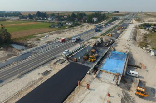 Na budowie drogi ekspresowej S7 Jędrzejów - granica praca wre
