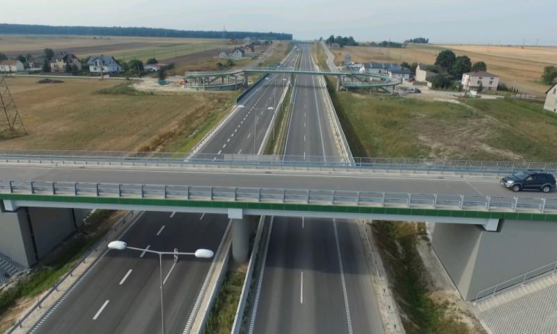 20 kilometrów nowej drogi S7 łączącej Świętokrzyskie z Małopolską
