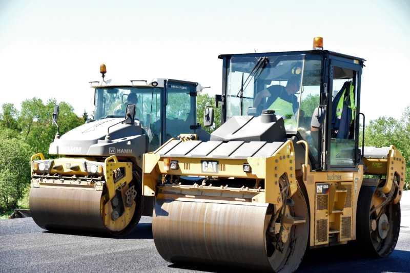 Układanie nawierzchni na ekspresowej S51 - obwodnicy Olsztyna