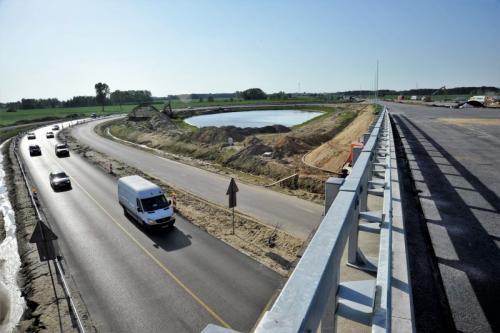 Budowa S7: Ostatnia warstwa nawierzchni na obwodnicy Radomia