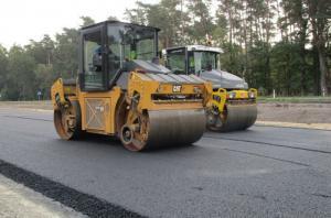 Pierwszy asfalt na drodze ekspresowej S6 Goleniów - Nowogard