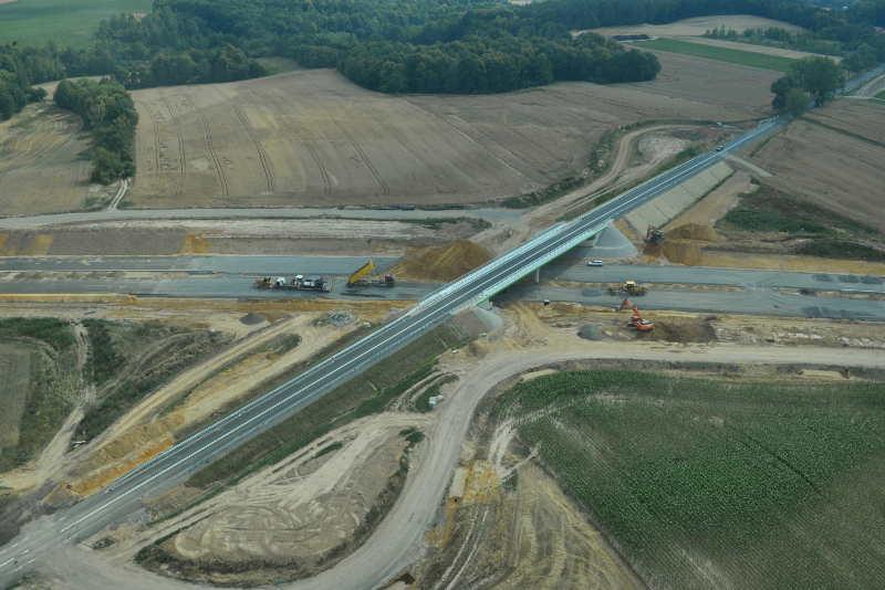 Wiadukt drogowy nad projektowaną drogą ekspresową S-3