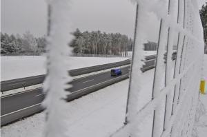 Śnieżyca i wypadki powodują paraliż na autostradzie A4 pod Wrocławiem
