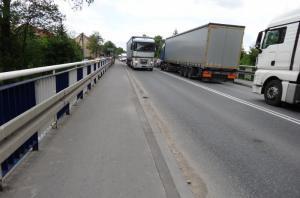 DK73: Wahadłowo na moście w Morawicy