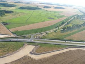 Trwa budowa obwodnicy Nidzicy w ciągu drogi ekspresowej S7. Zobacz zdjęcia lotnicze.
