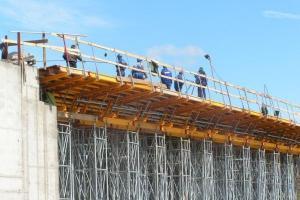 DK 52: most w Andrychowie pnie się w górę