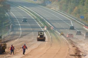 Pierwszy kamień milowy autostrady A1 Czerniewice - Kowal