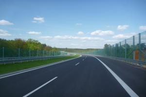 304 km nowych dróg na wakacje i korki na bramkach
