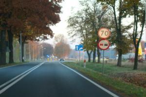 Po nowej drodze wojewódzkiej DW765 Staszów - Osiek