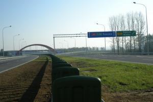 Dwoma jezdniami po estakadzie w ciągu A4 Tarnów - Dębica