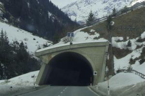 Jak poruszać się w tunelu drogowym na przykładzie tunelu w Lalikach na S69