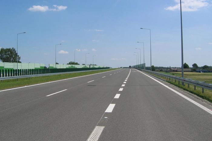 Wypadek autobusu i korek na autostradzie A2