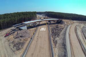 DK74: Zaawansowane prace przy budowie obwodnicy Bełchatowa