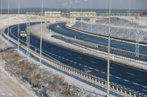 Jak jeździć bezpiecznie zimą?  Przedstawiamy dekalog zimowych przykazań kierowcy.