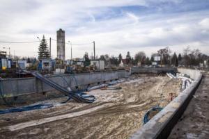 Warszawa: Półmetek przy budowie tunelu w Międzylesiu. Wraca ruch na ul. Patriotów