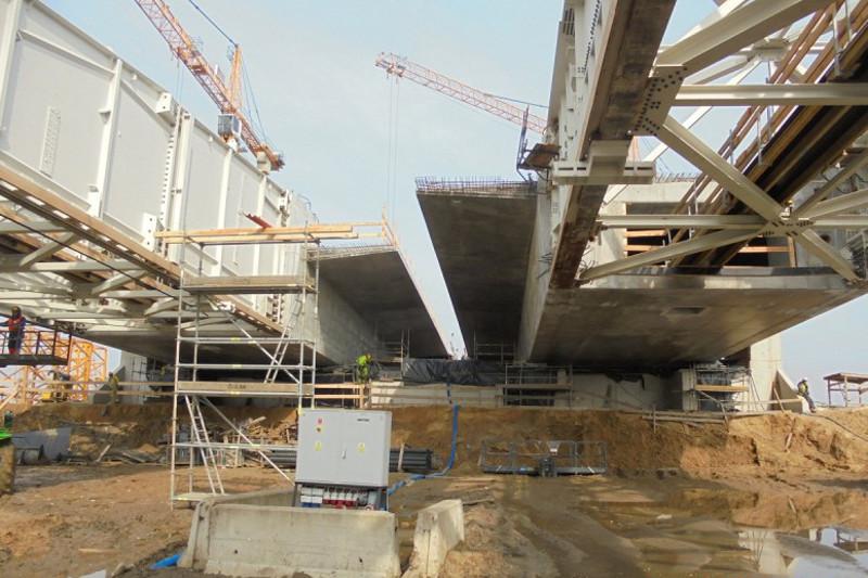 Budowa drogi S5: Rośnie most drogowy nad Baryczą