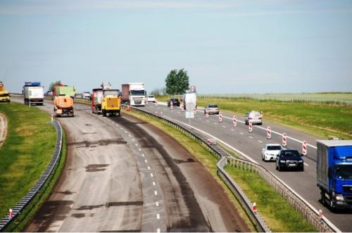 Ekipy remontowe na opolskiej autostradzie A4. Utrudnienia na węźle Krapkowice