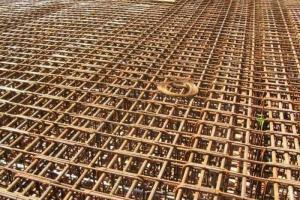 488 dni na rozbudowę DW305 i budowę nowego mostu w Mochach
