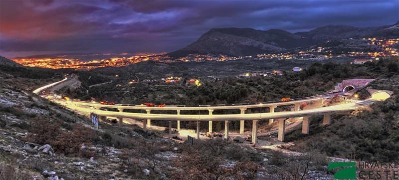 Chorwacja jest przyjazna dla kierowców - autostrady sa bardzo dobre, drogi regionalne gwarantują piękne widoki