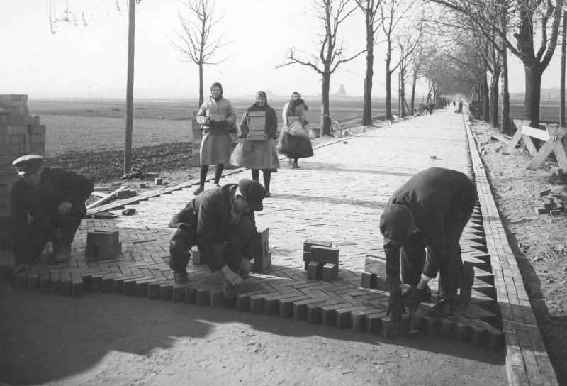 Budowa drogi z cegły klinkierowej