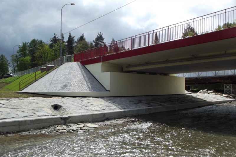Po nowym moście na DK75 we Frycowej