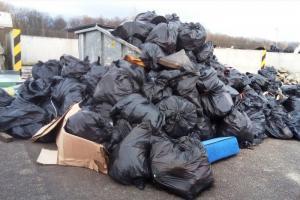 Tona śmieci na autostradzie A4