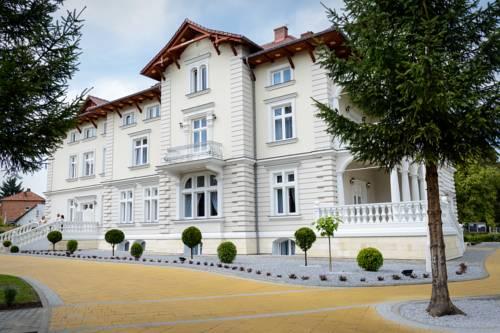 Palace Lacon - Kazimierza Wielka