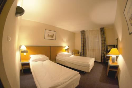 Hotel TenisHouse - Marki