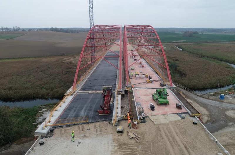 Budowa mostu w ciagu drogi ekspresowej S51 - okolice Bartąga