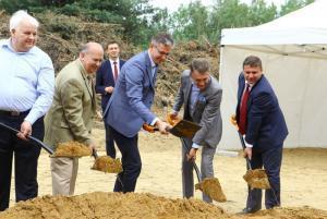 Wbito łopatę pod budowę obwodnicy Staszowa w woj. świętokrzyskim